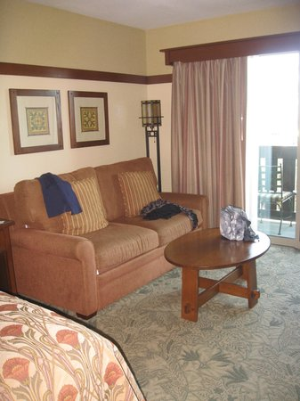 Disney&#39;s Grand Californian Hotel: love seat in sitting area