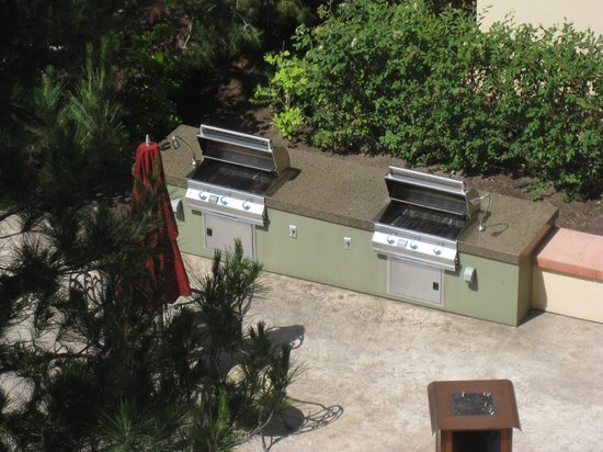 Disney's Grand Californian Hotel: grills for use of guests
