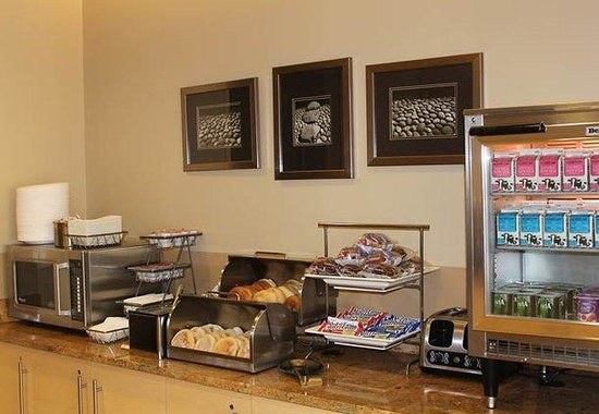 Joliet, IL: Continental Breakfast Buffet