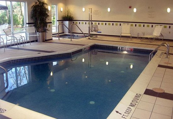 Carlisle, Pensilvanya: Indoor Pool & Hot Tub