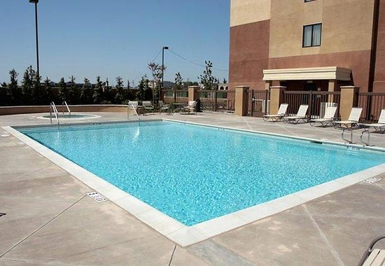 SpringHill Suites Fresno: Outdoor Pool