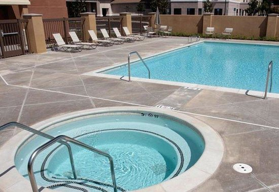 SpringHill Suites Fresno: Outdoor Spa
