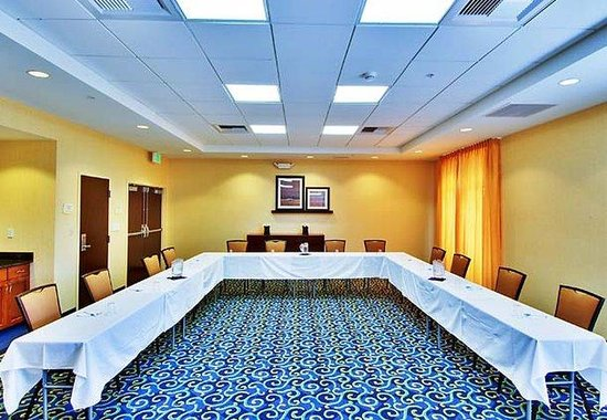 SpringHill Suites Fresno: Meeting Room
