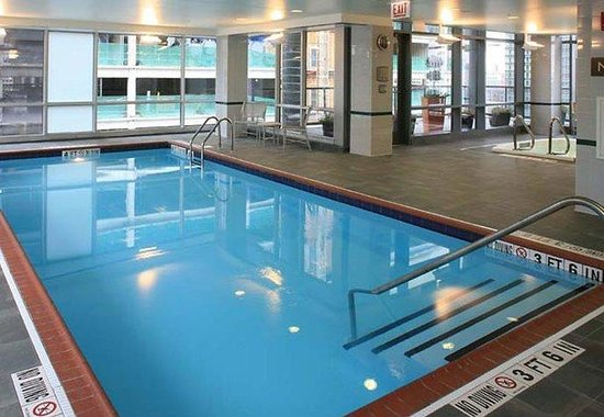 Residence Inn Chicago Downtown / River North: Indoor Pool & Jacuzzi