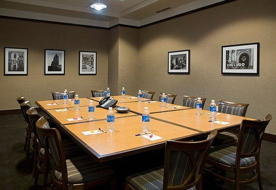 Residence Inn Chicago Downtown / River North: Boardroom
