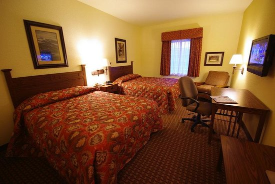 ‪‪Mountain Inn & Suites Airport‬: Deluxe Double Queen Room‬