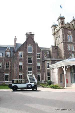‪‪Crieff‬, UK: Main building in style‬