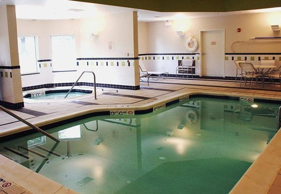 Strasburg, VA: Indoor Pool &amp; Spa