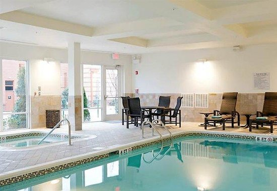 Courtyard by Marriott Franklin Cool Springs: Indoor Pool &amp; Whirlpool
