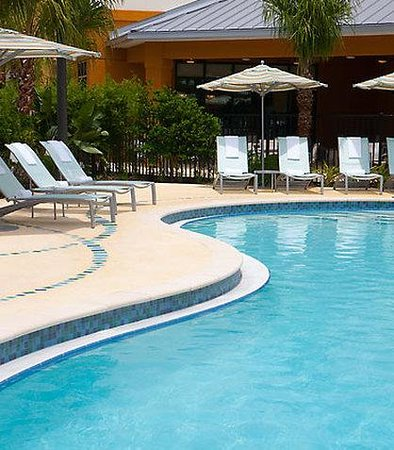 Fairfield Inn &amp; Suites Orlando at Seaworld: Outdoor Pool