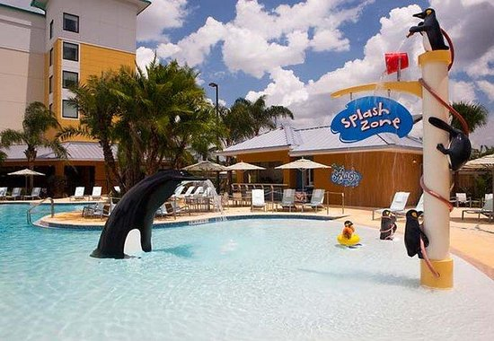 Fairfield Inn &amp; Suites Orlando at Seaworld: Splash Zone