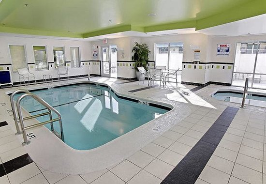 Fairfield Inn &amp; Suites by Marriott - Kingsland: Indoor Pool &amp; Spa