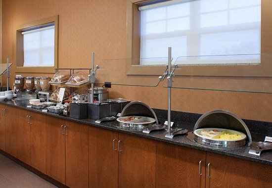 Residence Inn by Marriott Hattiesburg: Breakfast Buffet