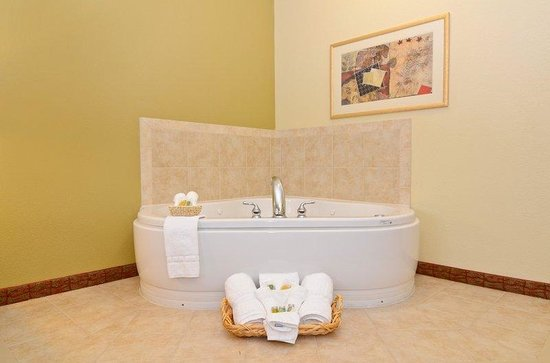 Dickinson,  : Guest Room Spa Suite