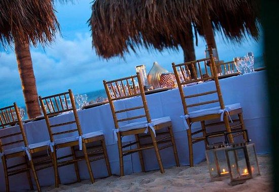 Renaissance Curacao Resort &amp; Casino: Outdoor Private Dining Area