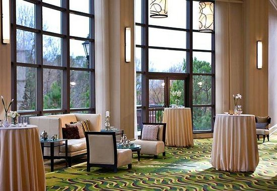 Renaissance Raleigh North Hills: Pre-Function Area