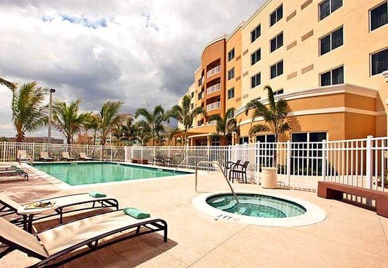 Courtyard Miami West/FL Turnpike : Outdoor Pool &amp; Spa 