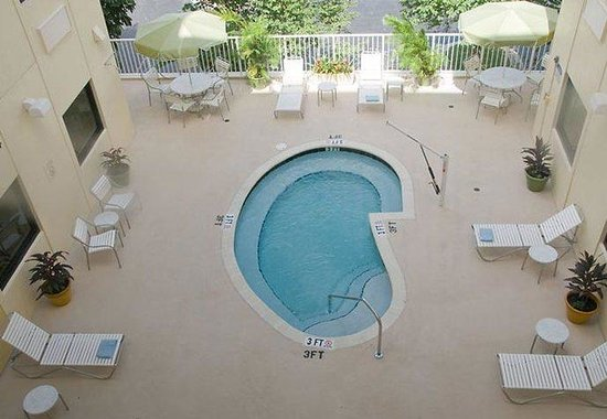 Fairfield Inn & Suites Miami Airport South: Outdoor Heated Whirlpool