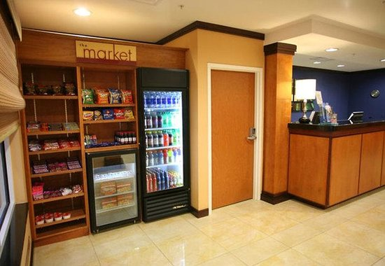 Fairfield Inn &amp; Suites by Marriott Lakeland / Plant City: The Market