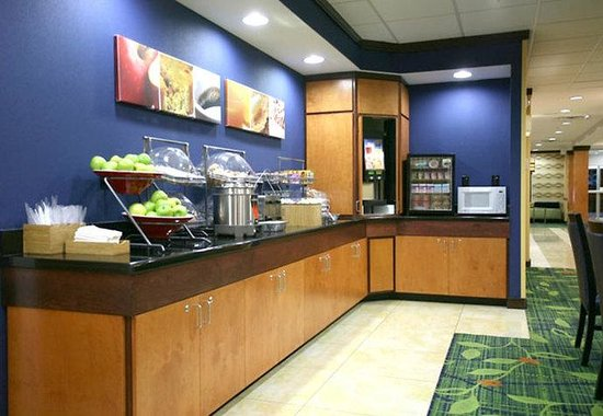 Fairfield Inn &amp; Suites by Marriott Lakeland / Plant City: Breakfast Buffet