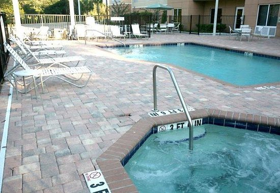 Fairfield Inn &amp; Suites by Marriott Lakeland / Plant City: Outdoor Pool