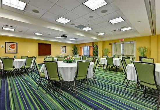 Fairfield Inn &amp; Suites Orange Beach: Lakeview Room  Banquet Setup