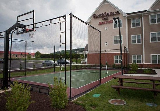 Waynesboro, VA: Sport Court