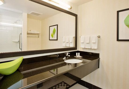 Fairfield Inn and Suites Austin North / Parmer Lane: Guest Bathroom