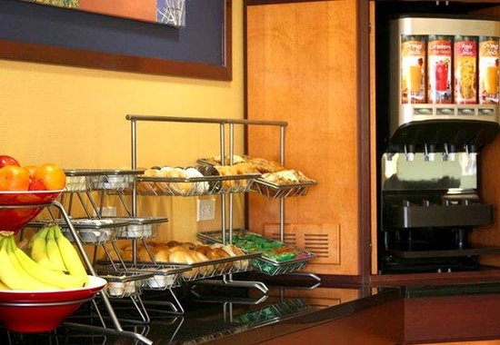 Fairfield Inn & Suites St. Augustine: Breakfast Buffet