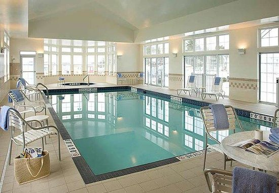 Residence Inn By Marriott Gravenhurst Muskoka Wharf: Indoor Pool