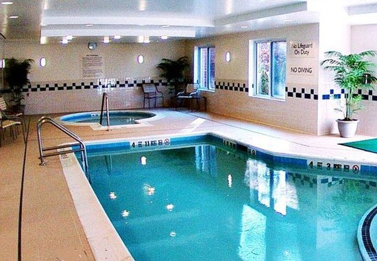 Medford, NY: Indoor Pool & Spa