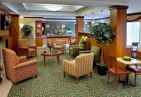 Comfort Inn: Lobby Sitting Area