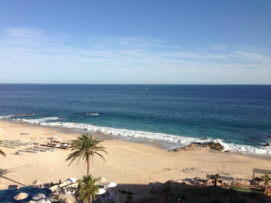 Westin Resort & Spa Los Cabos: Beach with epic waves