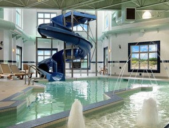 Wainwright, Kanada: Indoor Pool, Hot Tub And Waterslide