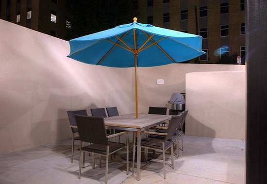 Residence Inn by Marriott Birmingham Downtown at UAB: Outdoor BBQ