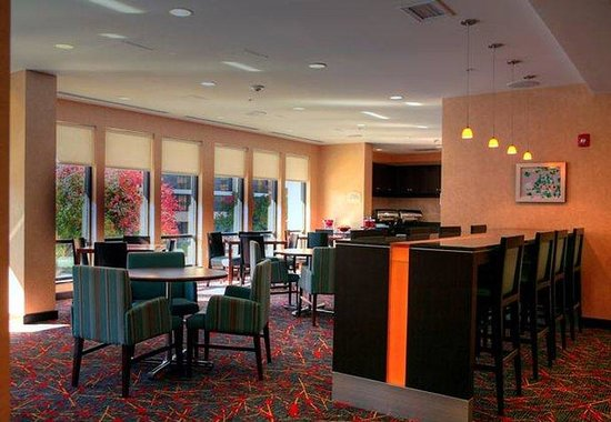 Residence Inn by Marriott Birmingham Downtown at UAB: Hearth Room Breakfast Area