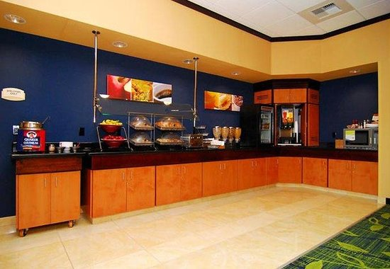Fairfield Inn &amp; Suites Tehachapi: Breakfast Bar
