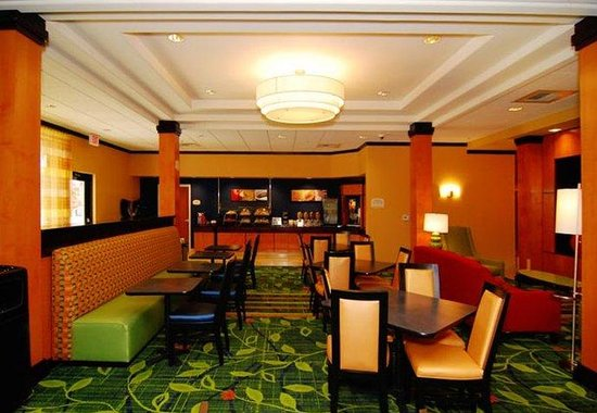 Fairfield Inn &amp; Suites Tehachapi: Breakfast Dining Area