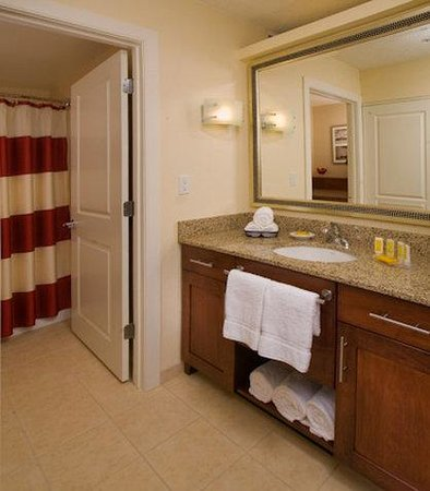 Residence Inn Portland Downtown / Waterfront Hotel: Suite Bathroom