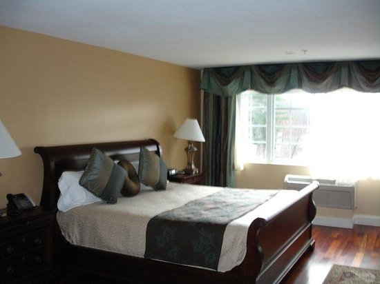 West Chesterfield, NH: King Room- No Balcony