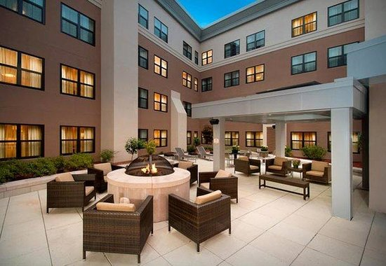 Residence Inn Portland Downtown / Waterfront Hotel: Outdoor Courtyard