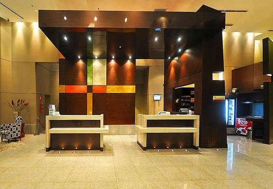 Courtyard By Marriott Guayaquil: Front Desk