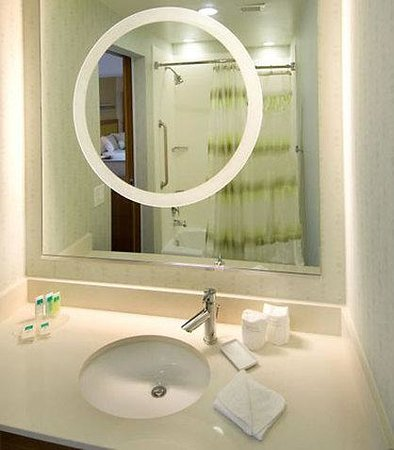 SpringHill Suites San Antonio Airport: Suite Bathroom