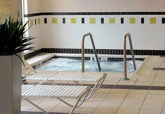 Kennett Square, PA: Indoor Whirlpool