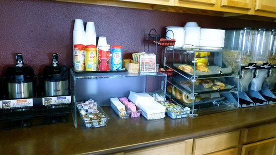 Red Roof Inn - Pacific Beach, San Diego: Coffee, pastries, bagels