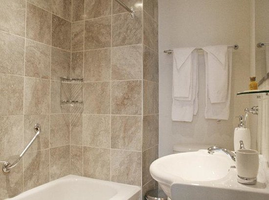 Parc Suites Hotel: Bathroom