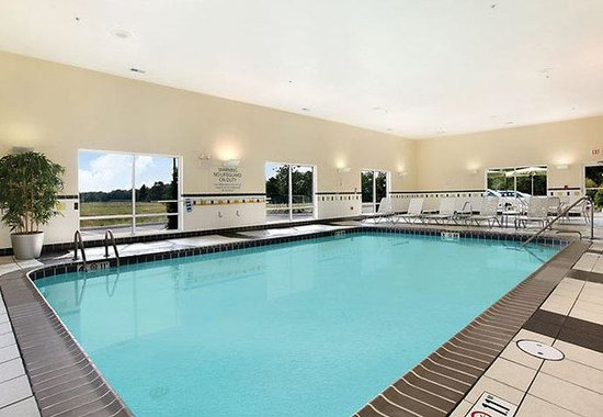 Fairfield Inn & Suites Weirton: Indoor Pool