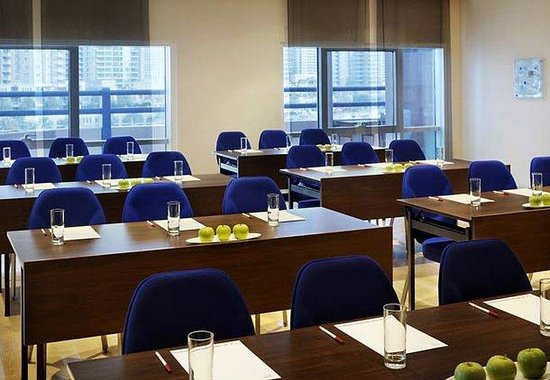 Dubai Marriott Harbour Hotel & Suites: AZUR Meeting Room – Classroom Style