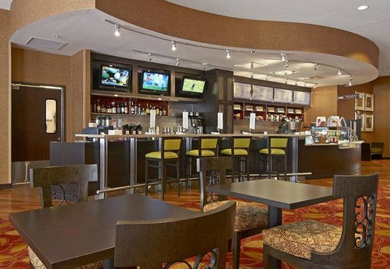 Courtyard Marriott Downtown: The Bistro