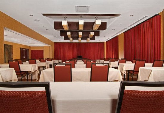 Courtyard Marriott Downtown: King Cotton Ballroom